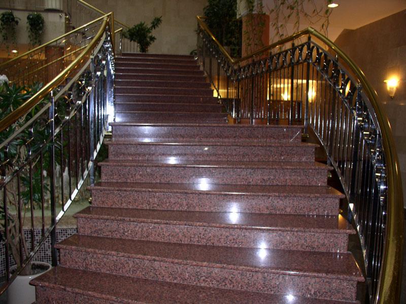 Лестница из гранита и гранитные ступени